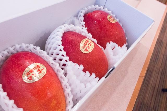 完熟したマンゴーは色鮮やかでつやつやです