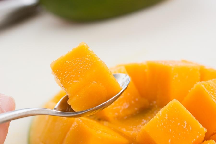 キーツマンゴーは超濃厚なプリンのような食感です