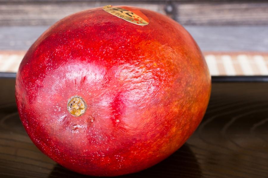 レッドキーツマンゴーは蜜がこびりつくほどの果汁です