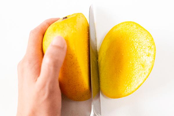 金蜜マンゴーの大きさは、アップルマンゴーより少し大きいくらいです
