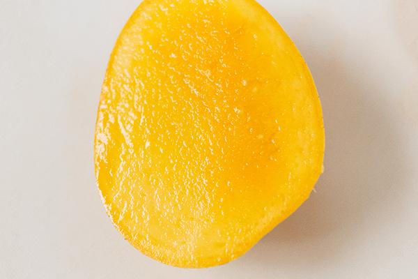 金蜜マンゴーのつややかな断面